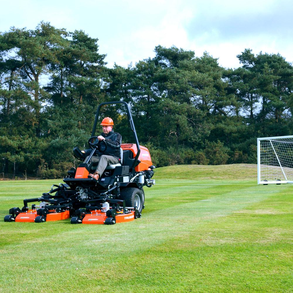Jacobsen AR321 mower with TRUEDECK™ Heavy-Duty Contouring Cutting Decks