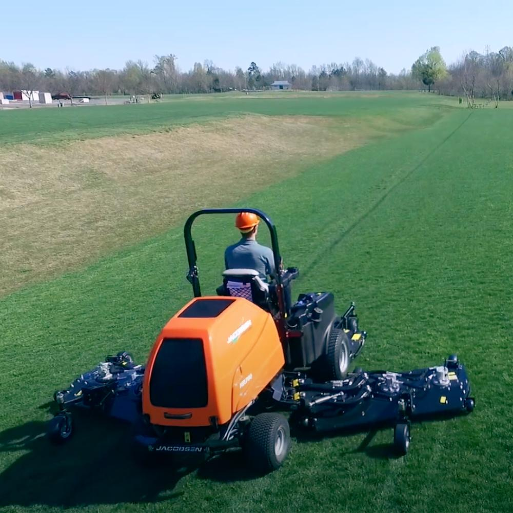 Jacobsen HR700 mower with Low Weight for Efficiency and Fuel Economy