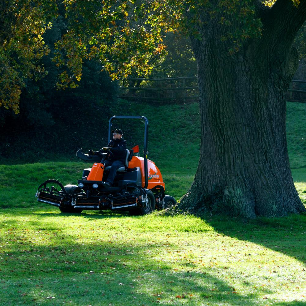 LF570 T4I Jacobsen mower with fast speed
