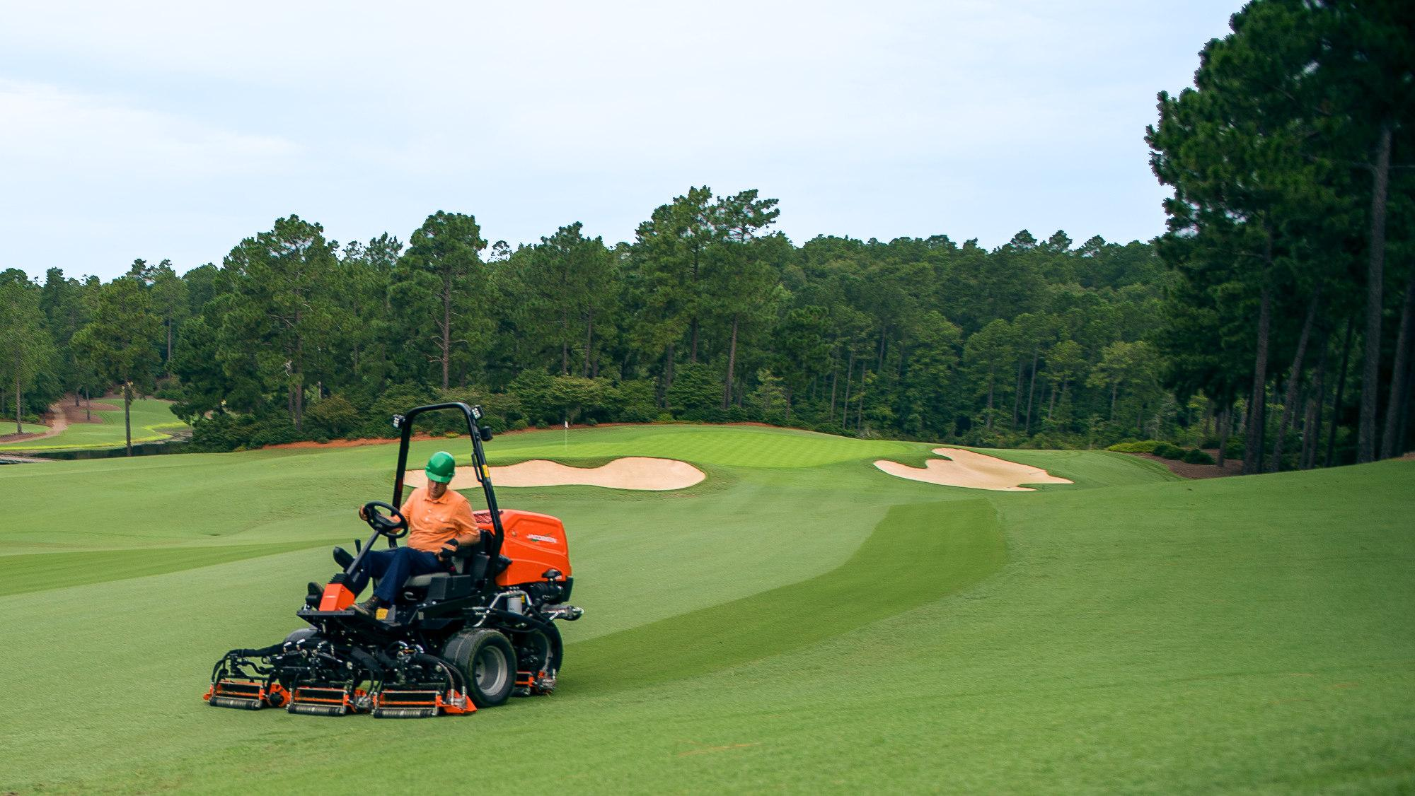 Jacobsen SLF530 mower with less than 10 PSI ground pressure